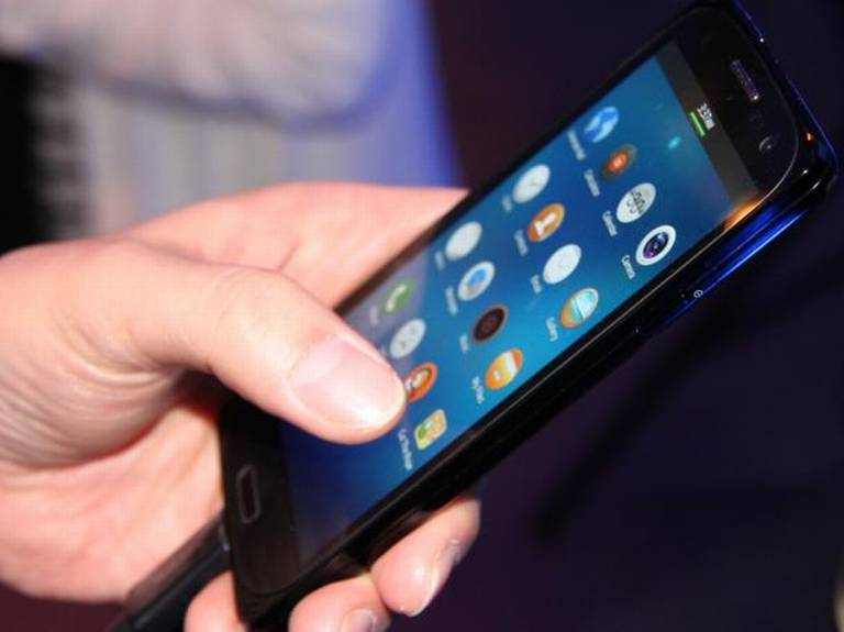 Data wind sellingG phone costs Rs. 3000